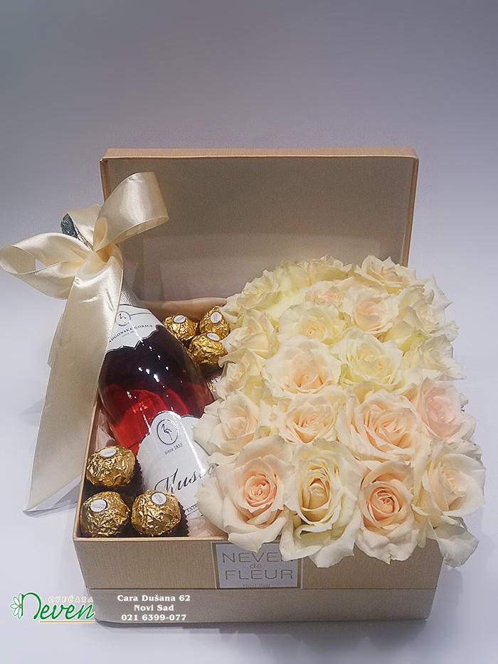 Pokloni u kutiji sa šampanj ružama