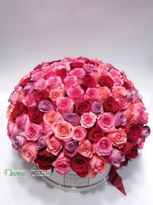 Flower box sa 101 ružom raznih boja