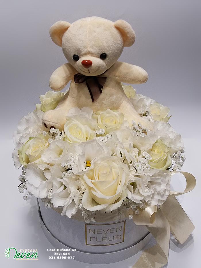 Flower box sa ružama, lizijantusima i medom.