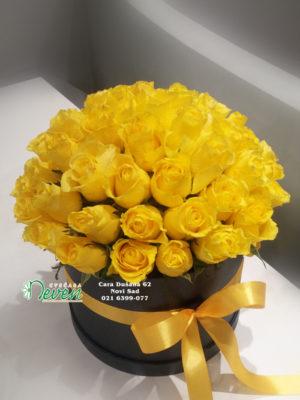 Flower box sa žutim ružama