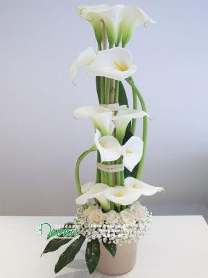 Aranžman sa kalama i ružama