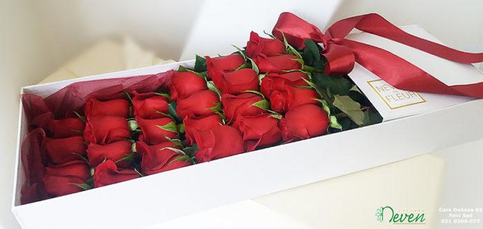 Crvene ruže u kutiji