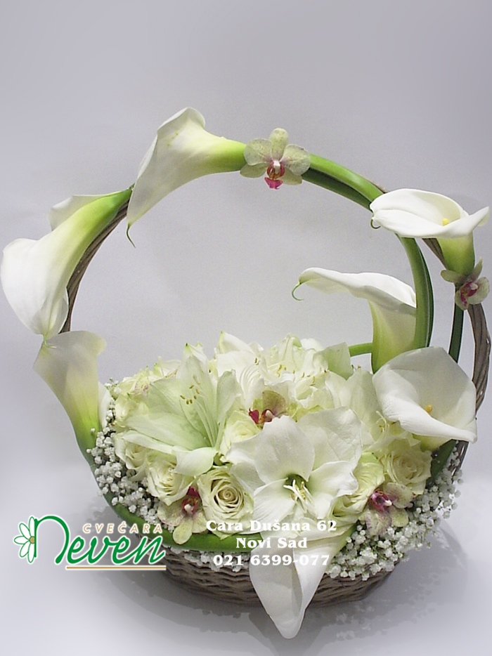 Aranžman sa ružama, kalama i amarilisima