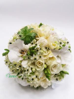 Bidermajer sa ružama, frezijama i ornitogalumima