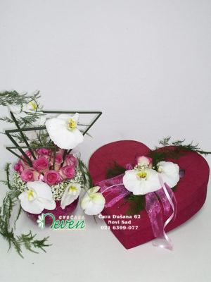 Aranžman sa ružama i orhidejama phalaenopsis