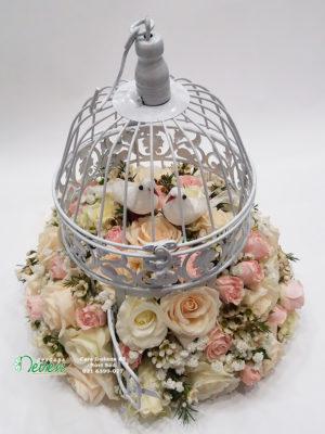 Krletka sa ružama i ptičicama
