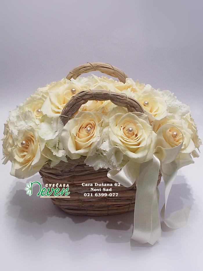 Torbica sa ružama i hortenzijama