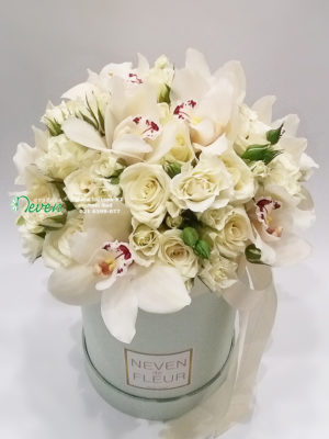 Flower box sa ružama, orhidejama i mini ružama