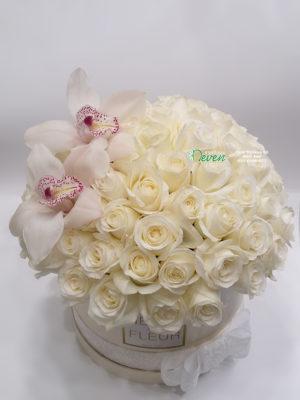 Flowerbox sa belim ružama i belim orhidejama
