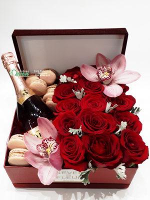 Ruže, šampanjac i makaronsi.