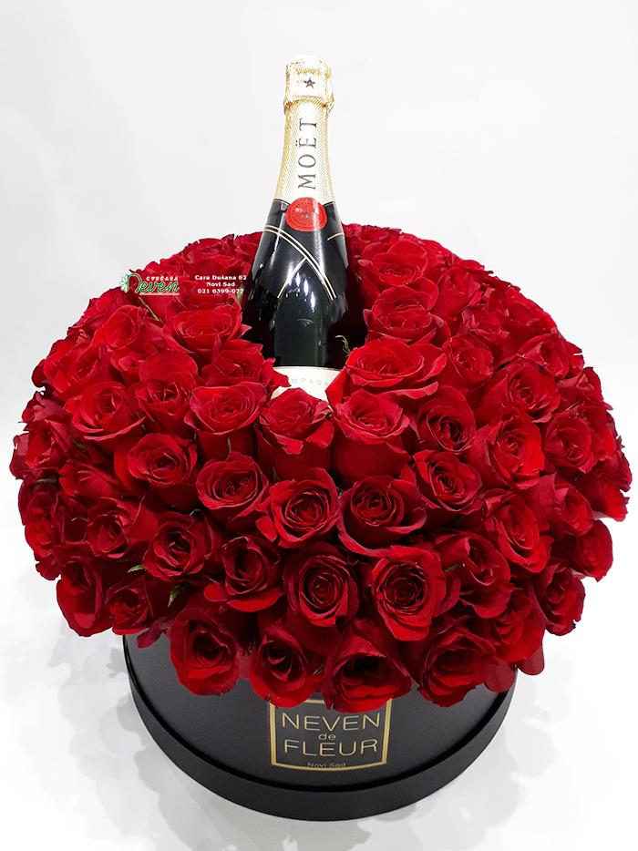 Flowerbox sa 101 crvenom ružom.