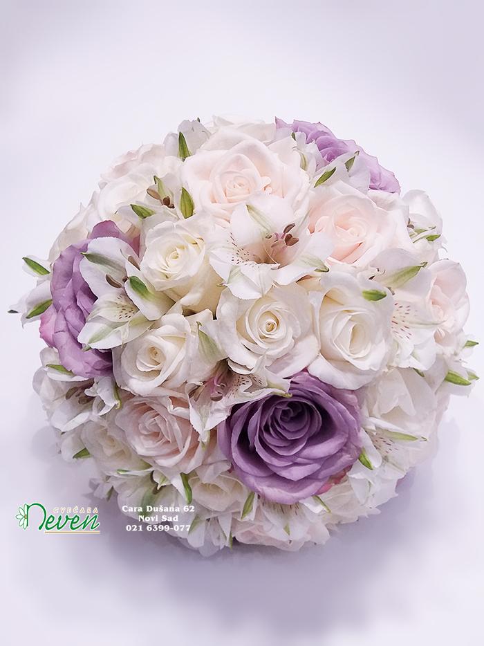 Bidermajer sa ružama i cvetovima alstromerije