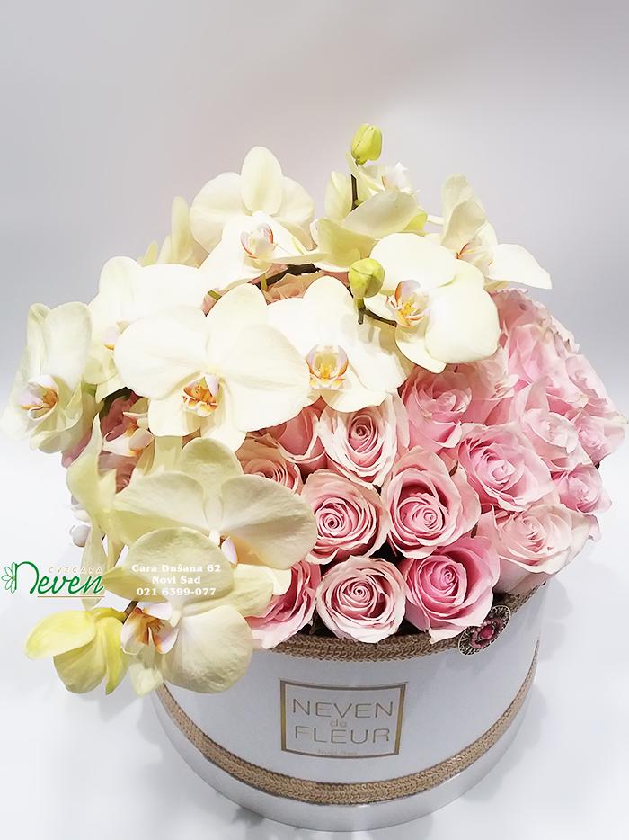 Flower box sa ružama i orhidejama