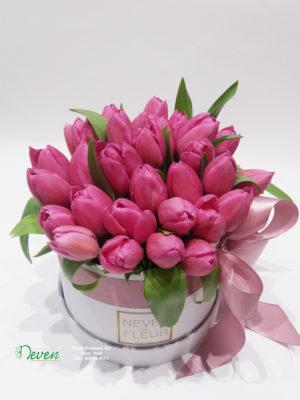 Flower box sa tulipanima