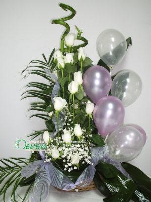Korpa sa ružama i balonima