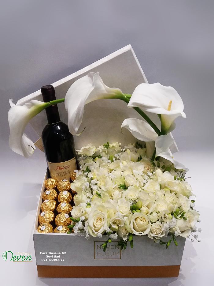 Poklon kutija sa belim ružama, kalama i ferrero roche