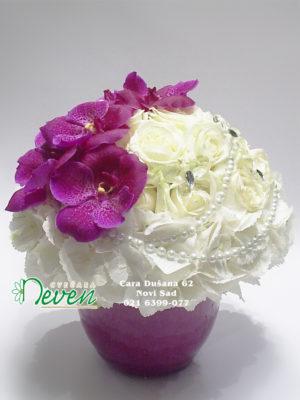 Aranžman sa ružama, hortenzijama i orhidejama ''Vanda''