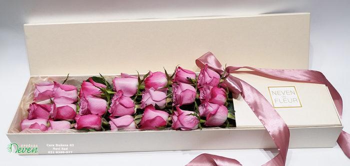 Ciklama ruže u kutiji
