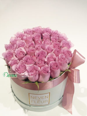 Flower box sa ljubičasto-lila ružama