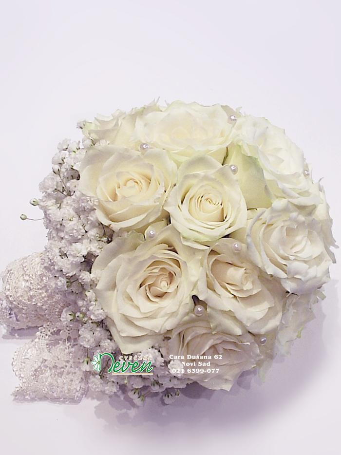 Bidermajer sa ružama i gipsofilom