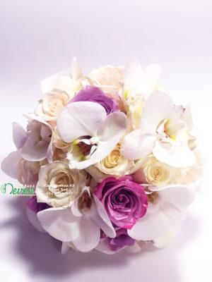 Bidermajer sa ružama i cvetovima orhideje ''Phalaenopsis''
