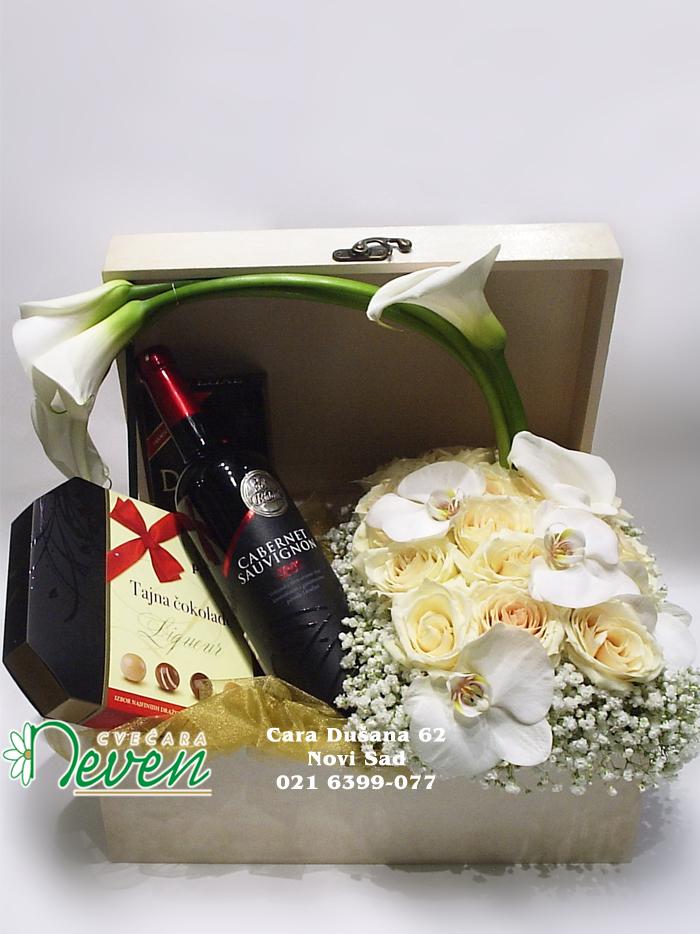 Dekupaž kutija sa ružama, orhidejama i poklonima