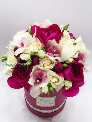 Flower box sa božurima, orhidejama i ružama