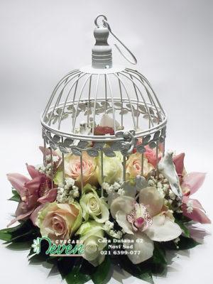 Krletka sa ružama i orhidejama ''Cymbidium''