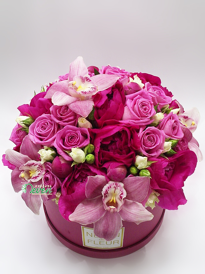 Flower box sa ružama, božurima, orhidejama i mini ružama