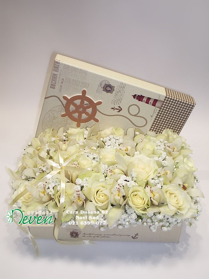Kutija sa ružama i orhidejama