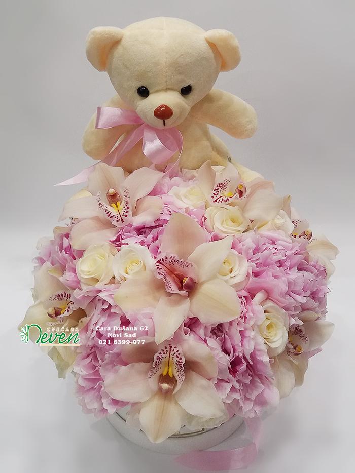 Flowerbox sa hortenzijama, ružama, orhidejama i medom