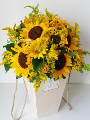 Vintage flowerbox sa suncokretima.
